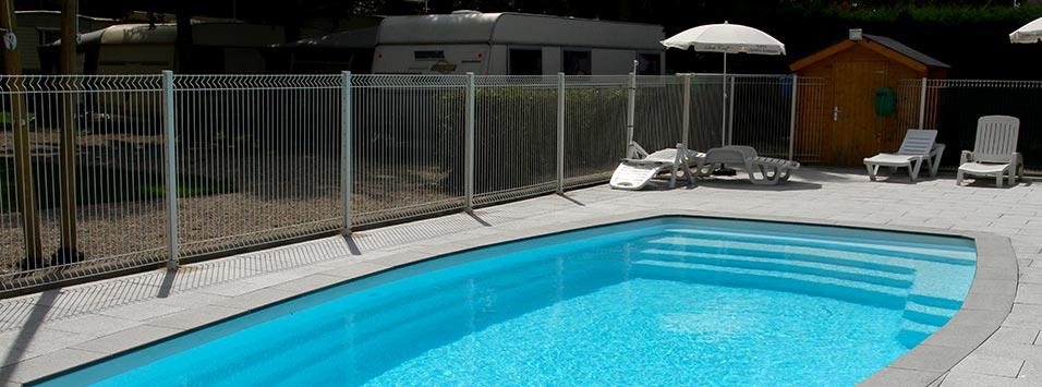 <b>La piscine</b>, ideéal pour ce rafrachir quand il fait chaud.