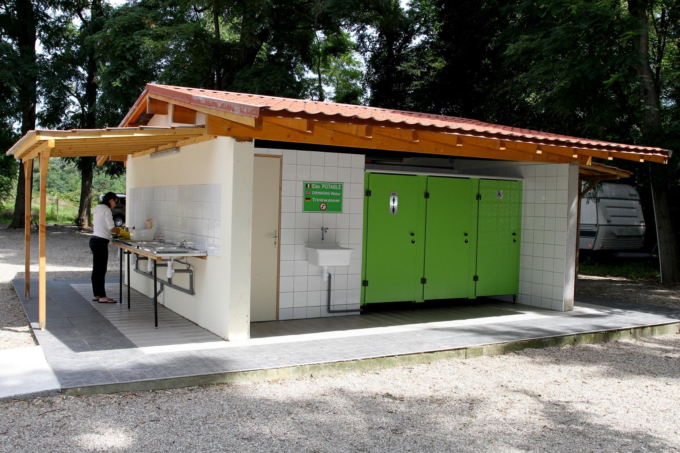 <b>sanitaire</b> - bloc II avec accès PMR